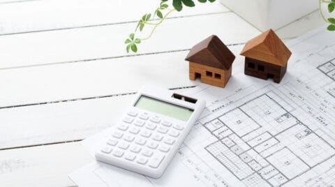 住まいの建て替えにかかる費用は?